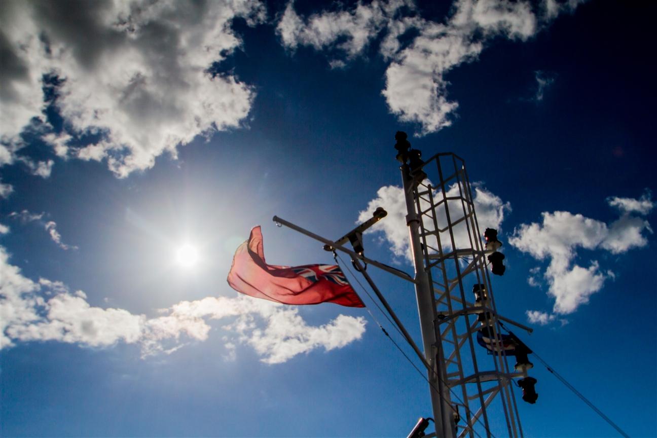 Flagge der Isle of Wight auf der Überfahrt nach Yarmouth