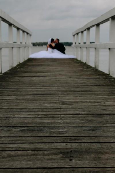 Hochzeitsfotograf Bremen - Brautpaar auf dem Hochzeitssteg in Bad Zwischenahn