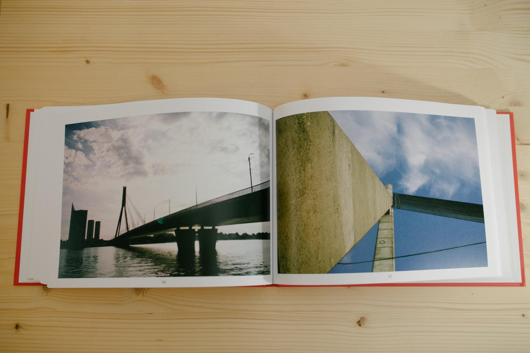 Brücken als Motive im Buch über Riga